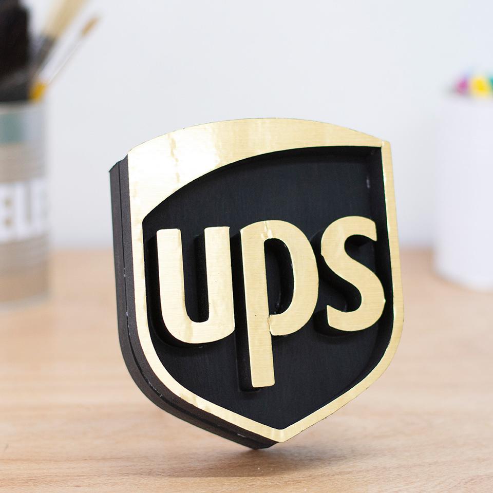 Corpóreo en polyfan y vinilo metalizado UPS